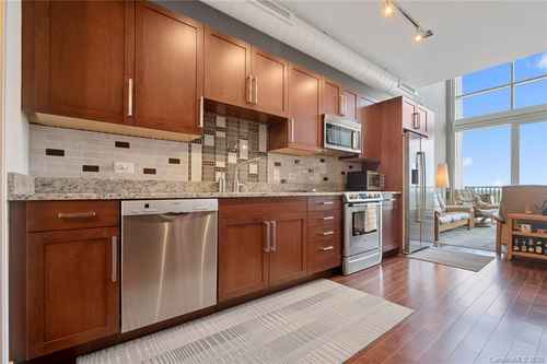 Gallery thumbnail for 215 Pine Street Unit 1402 Charlotte NC 28202 8